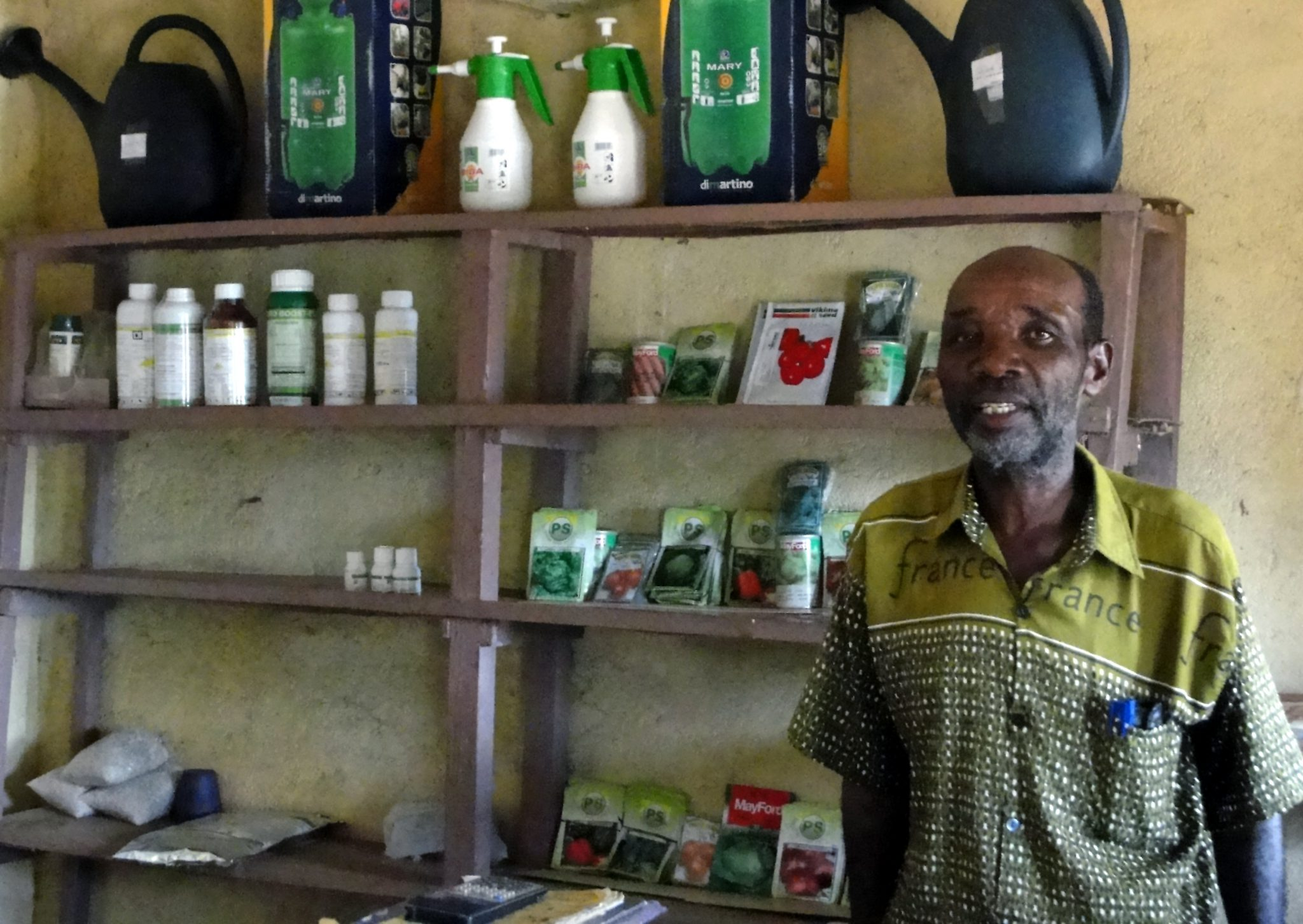 An agrodealer shop in Mozambique selling seeds, fertilisers and expertise