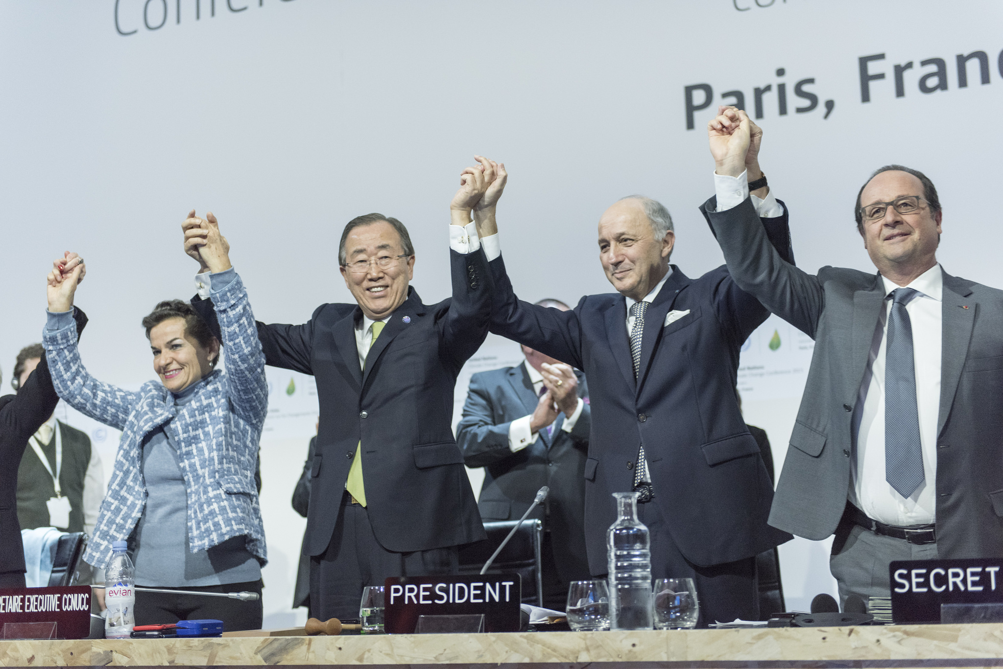 Christiana Figueres, Ban Ki-moon, Laurent Fabius and François Hollande celebrate the adoption of Paris Agreement on climate change.