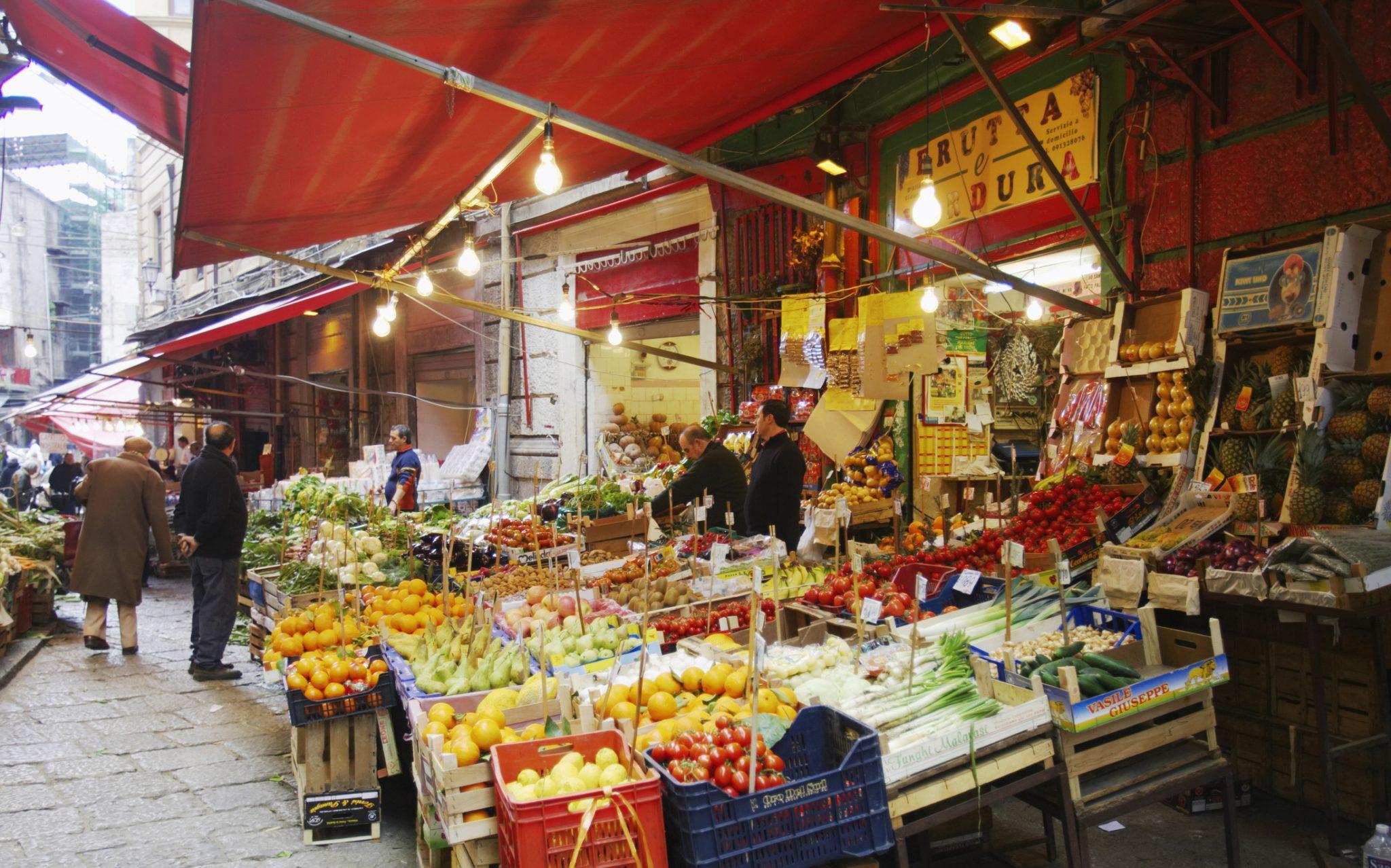 taly, Palermo, Vucciria, Piazza San Domenico fruit market